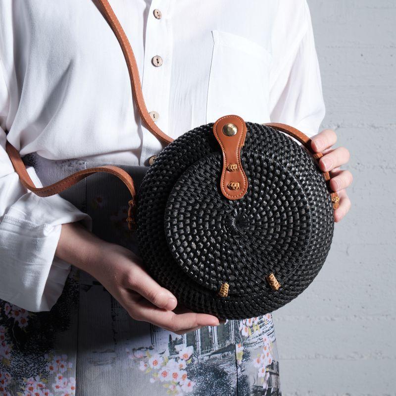 Τσάντα Ρατάν Μαύρη (Καφέ Λουράκι) 20x20x8 εκ.