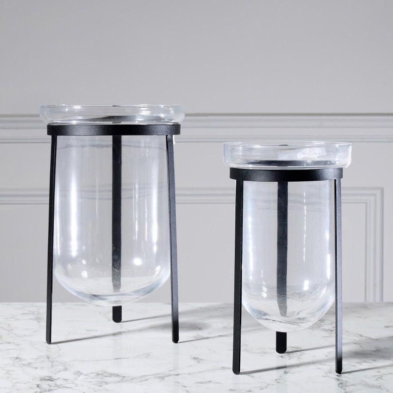Βάζο Γυάλινο Διάφανο με Μαύρη Βάση 15x15x20 εκ.